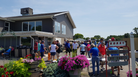 Golfers lunch rush
